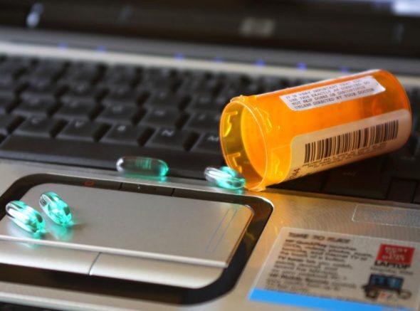 """""""Dobra zmiana"""" – lepiej umrzyj, niż mamy pozwolić Ci wziąć leki z zagranicy!"""