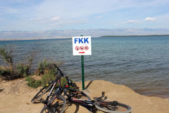 Fajna i na dodatek piaszczysta plaża w Chorwacji dla naturystów (FKK).