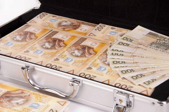 """Ponad 1,4 mln złotych rocznie – tyle średnio zarabiają """"Misiewicze""""!"""